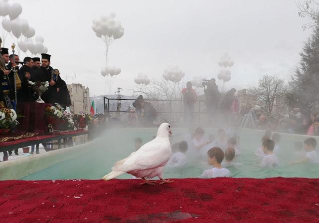 Цвета Караянчева ще присъства на Богоявленския ритуал, хвърлянето на кръста – в 9:20 часа за възрастни, в 9:30 часа за деца