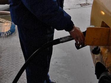 Тарикати: Мъж и жена заредиха гориво и драснаха от бензиностанция