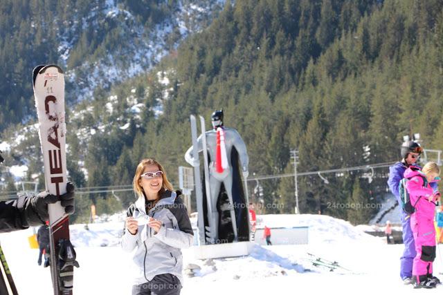 Недостатъчни сняг и туристи съкратиха ски сезона до 31 март, дете с коронавирус го закри днес (снимки)