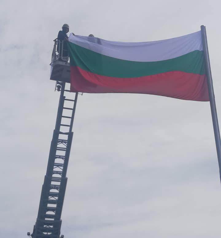 Никола Чанев развя трикольора на входовете на Кърджали