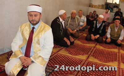 Мерки: Без петъчни молитви в джамиите, всеки с лична броеница…