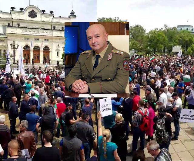 Между PR-кампания и PR-езидентска: Време ли е Борисов да се освободи от ген. Мутафчийски или ще падне само министър?