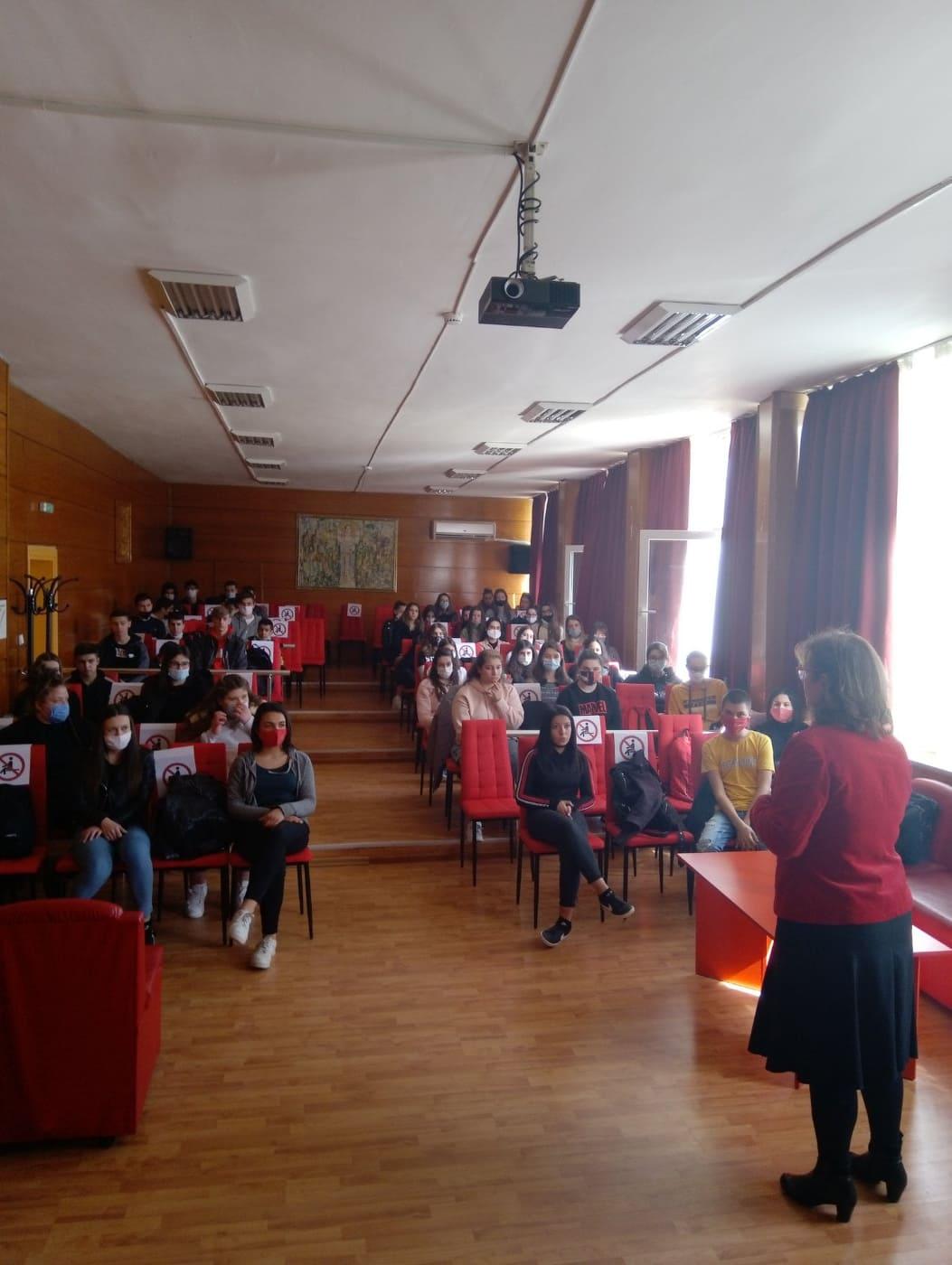 """В """"училището за шампиони"""": Без отсъстващи в часовете на… съдии Еланчева и Байданова"""