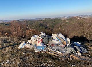 Защо всички политици били маскари: Общество?! Само отпадъчен материал възпроизвежда боклуци