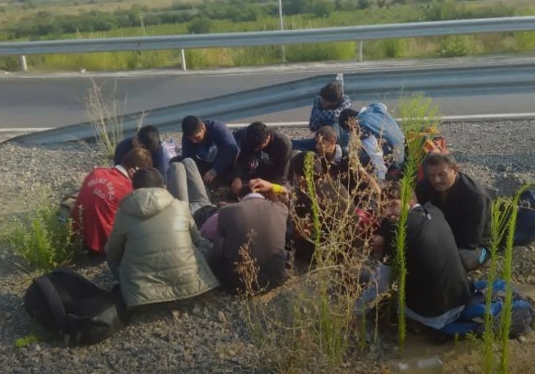 Задържаха 5 бежанци край Кърджали