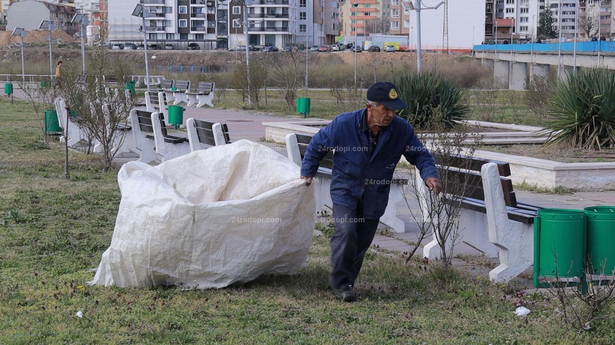 ВИДЕО: Тонове отпадъци в парковете след уикенда