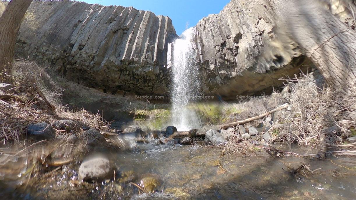 ВИДЕО: Просто водопад, но на Сътворението