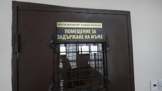 Задържаха крадец на телефони, раници и пари