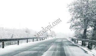 Сняг се сипе на парцали…(снимки)