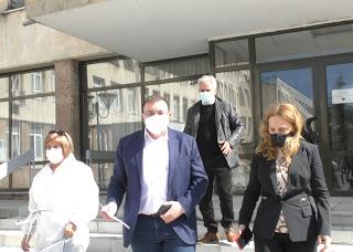 Здравният министър влиза в болницата в Кърджали