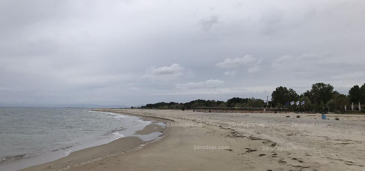 """Когато ГКПП """"Маказа"""" е затворен за туристи, на плажа в Керамоти е…(видео)"""