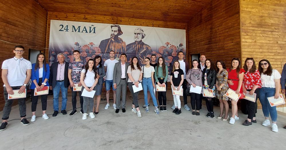 Награди и грамоти от кмета за отличниците в Кирково