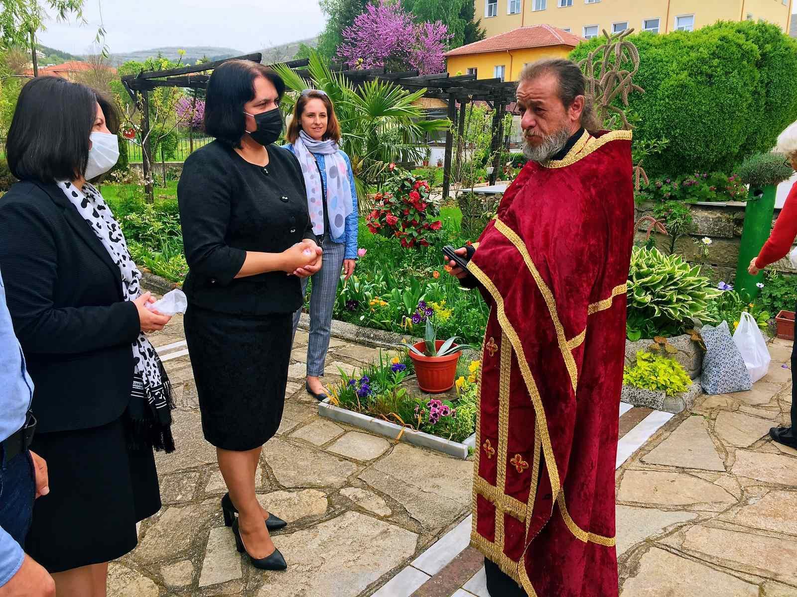 Кметът Илкнур Кязим поздрави християните в Момчилград за Великден