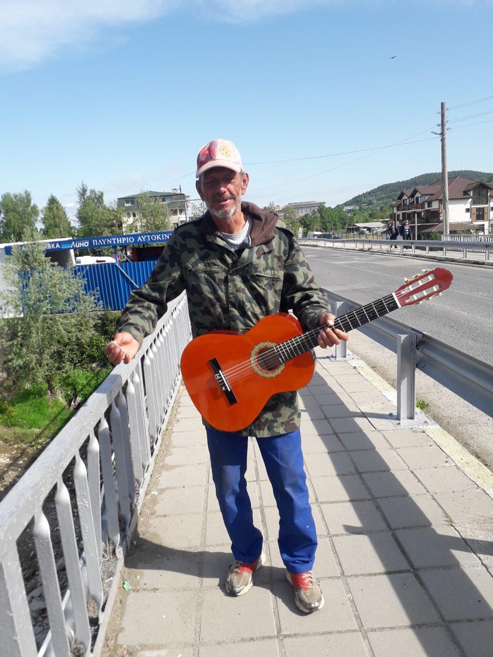Джони Китариста, който свири на дюлгери… родопска музика!