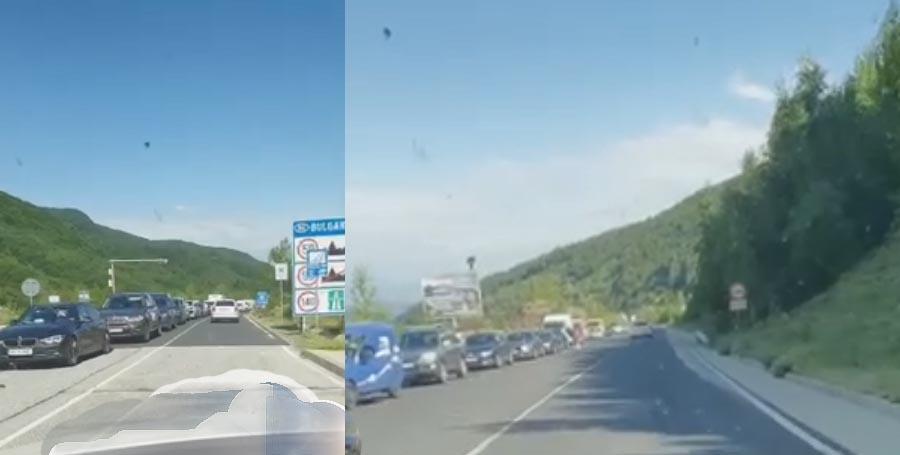 """ВИДЕО: Кошмарът започна – две колони на """"Маказа"""" – преди и след пункта!"""