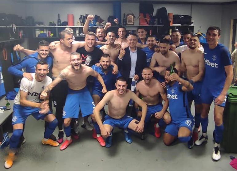 Хасан Азис от съблекалнята: Очакват ни напрегнати футболни мигове и нови емоции!