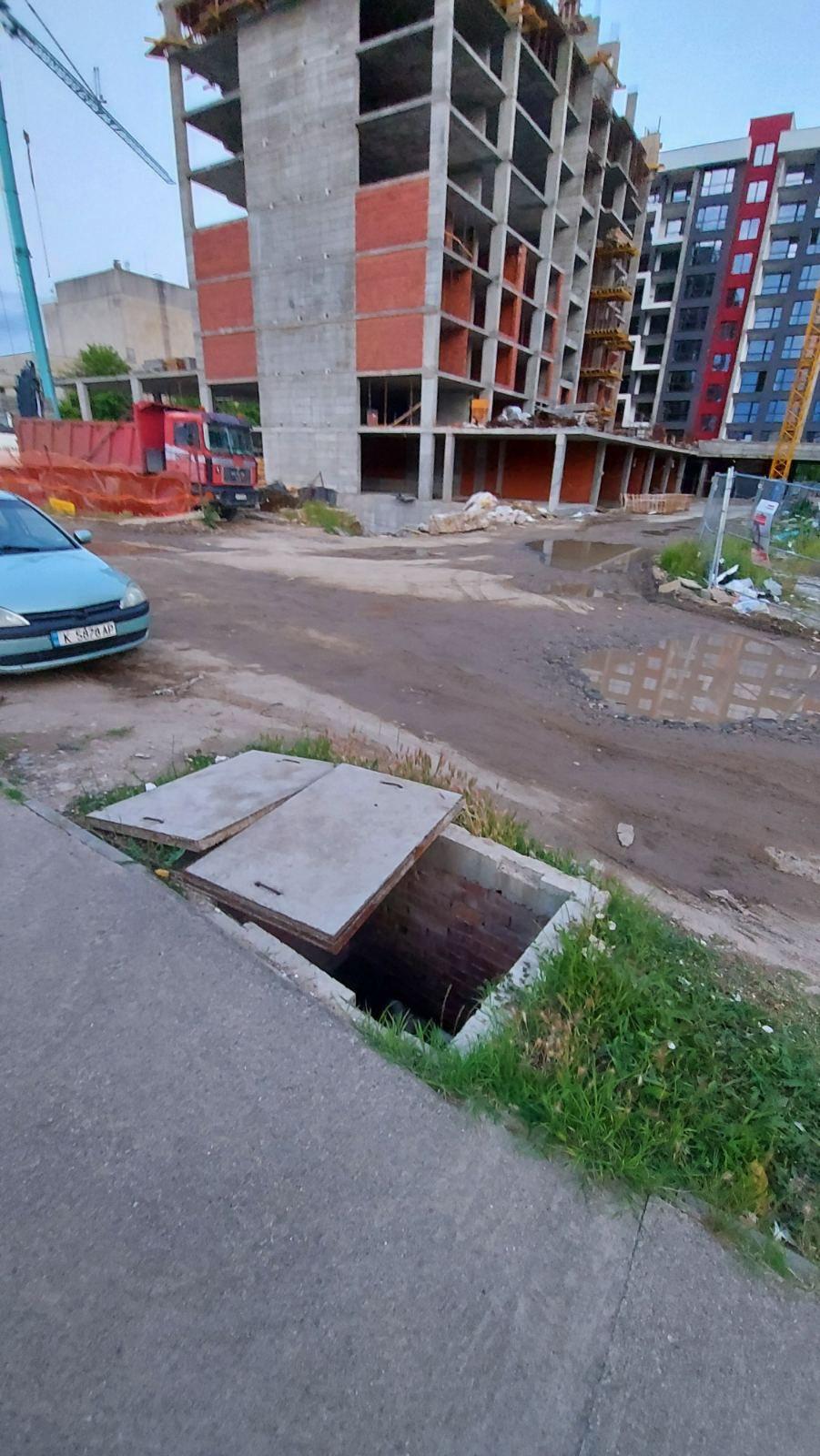 Читателят-репортер: Опасна шахта в парка!