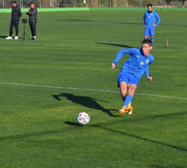 Дебютиралият на 15 години в Първа лига Радослав Узунов: Малко трудно съчетавам училището с футбола!
