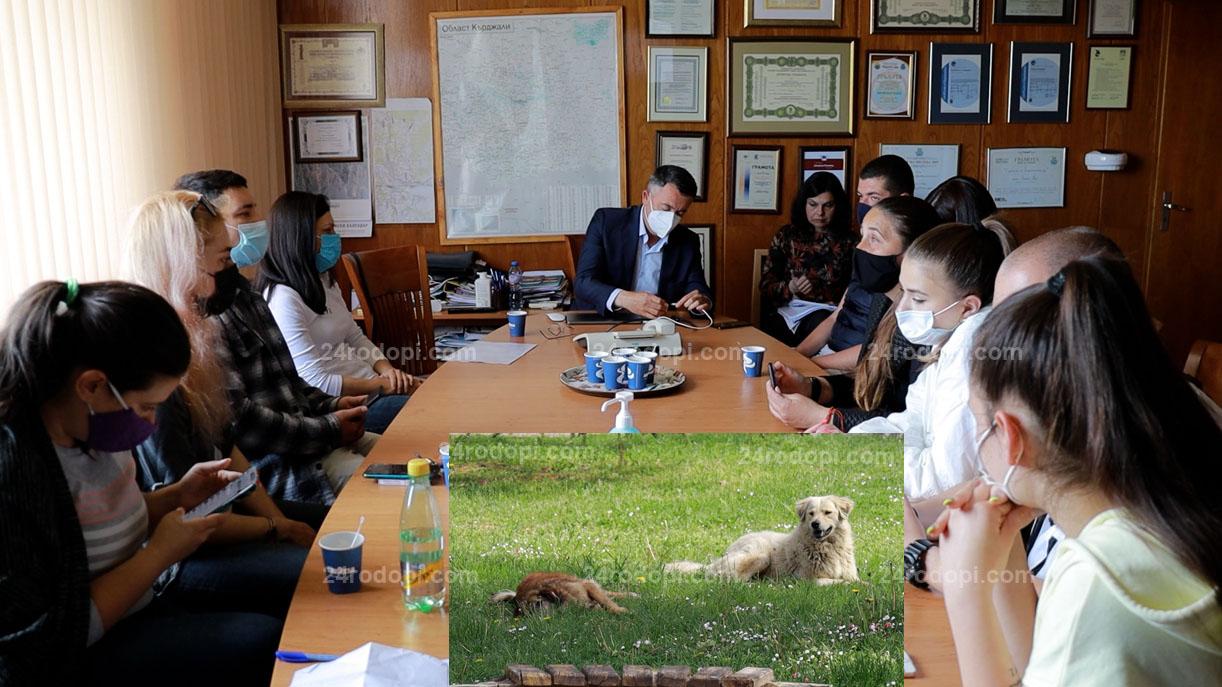 """ВИДЕО репортаж: Кучешкият проблем: Безплатни ваучери за кастрация и """"ограмотяване"""" на хората по селата"""