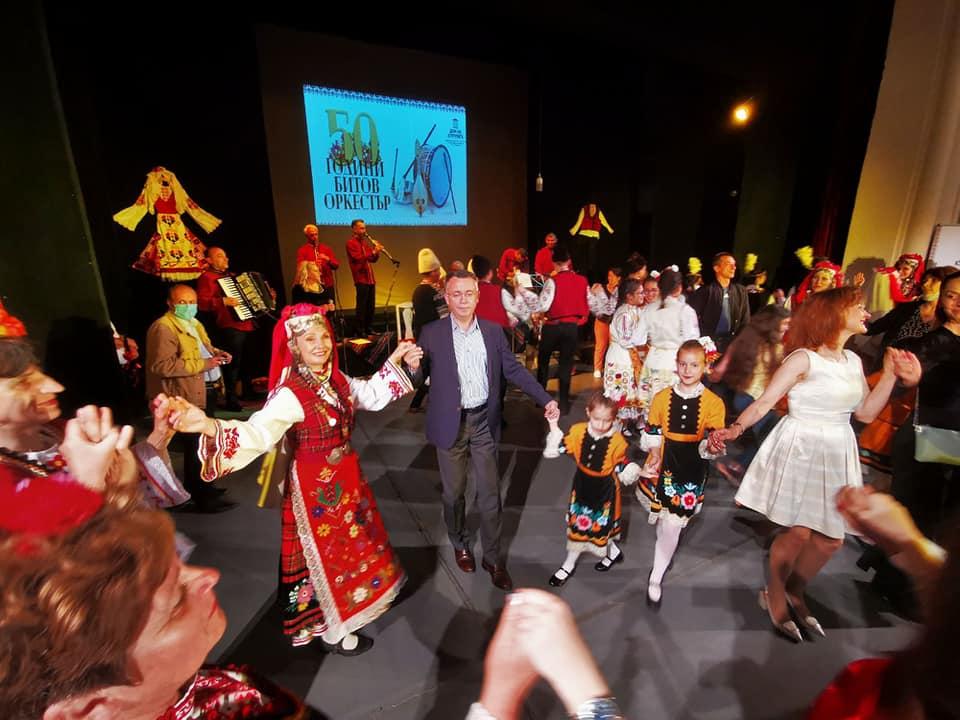 Хасан Азис поведе хорото в Културния дом(снимки)