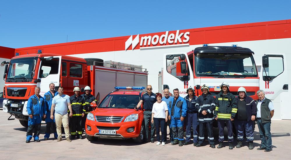 """""""Пожар"""" и евакуация на служители във фабрика край Пчеларово"""