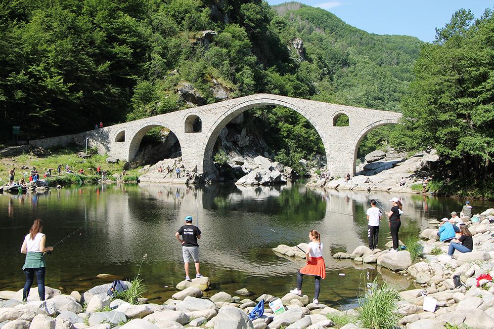 Под Дяволския мост се търсят… най – добрият рибар и най – големият карък