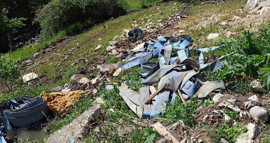 Трупове, кучета, отпадъци – сметище покрай села