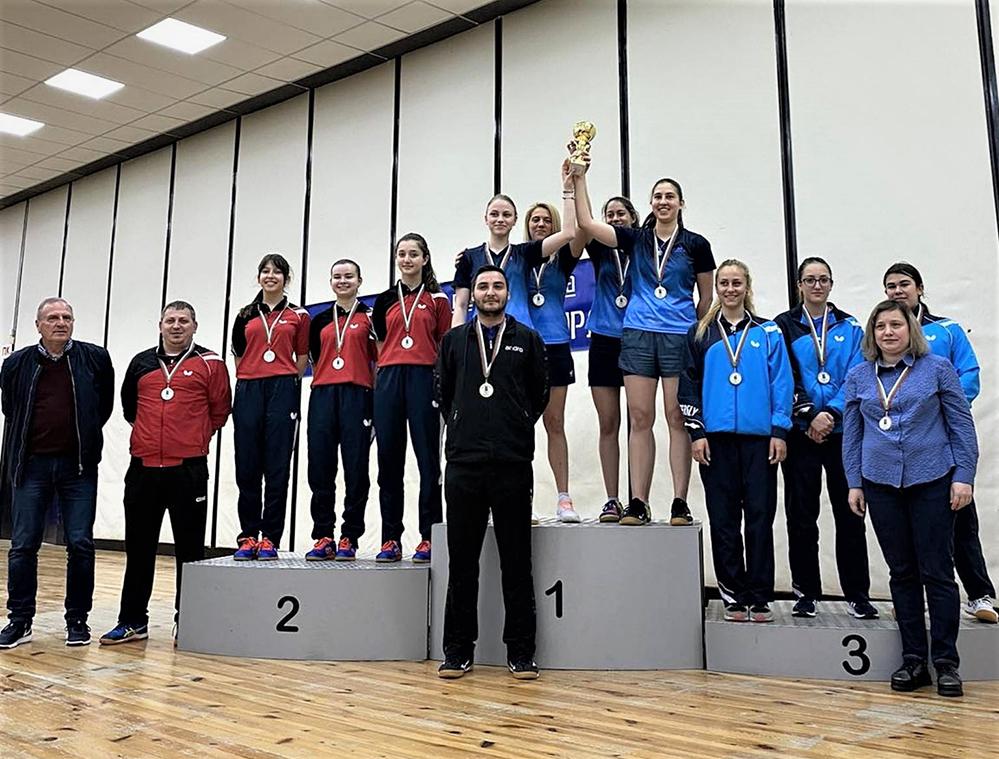 """Тенисистките на """"Юнак"""" са вицешампионки при жените!"""