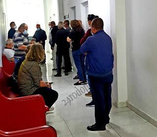 Опашка за ваксини в Момчилград!(снимки)