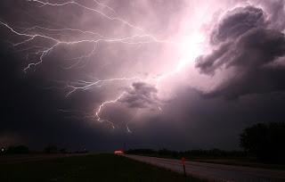Жълт код в Кърджалийска област за дъждове и гръмотевични бури в неделя