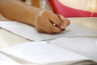 МОН: Успехът на матурите се запазва въпреки дистанционното обучение, положителна тенденция в Кърджали
