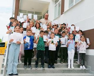 Медали за най – добрите в Черноочене от Сдружението на учителите