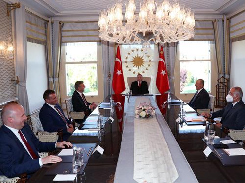 Ердоган прие Карадайъ във Vahdettin Köşkü