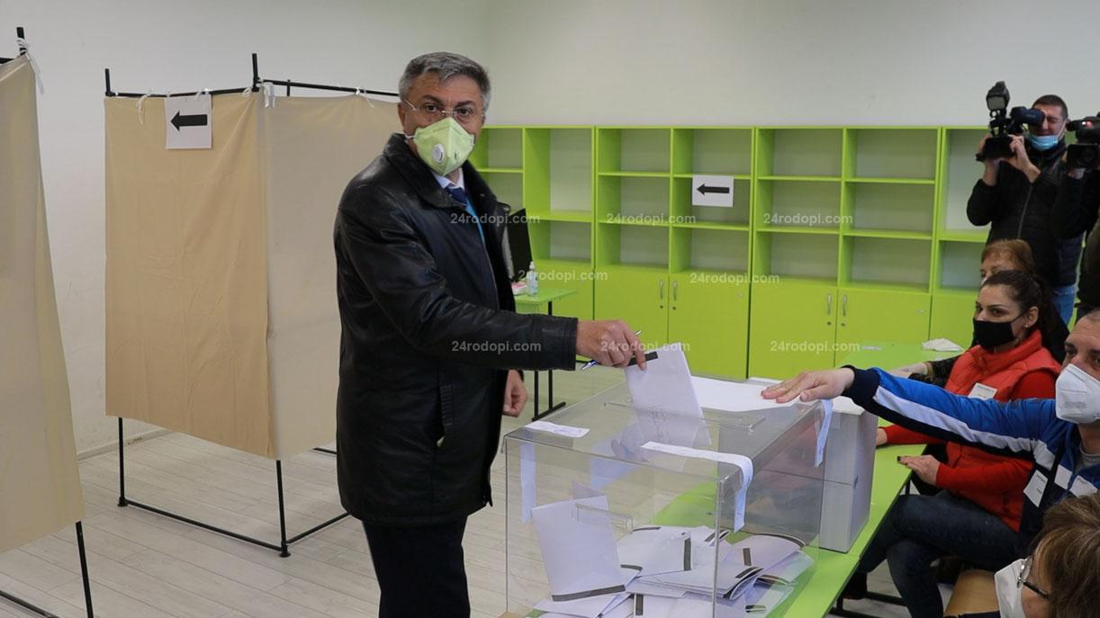 Още 8 партии се записаха в РИК, последна ще се регистрира листата на Карадайъ, Налбант, Байрам, Шевкед…
