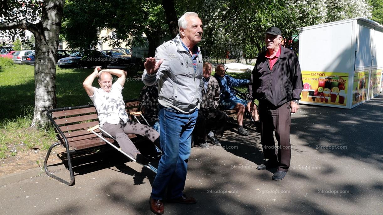 """ВИДЕО репортаж: """"Парламентът"""" в парка: """"Да"""" на служебния кабинет, стига кражби, не ни трябват 240 депутати!"""