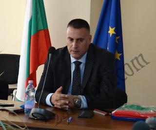 Даниел Дeлчев към държавните служители: Бъдете политически неутрални!