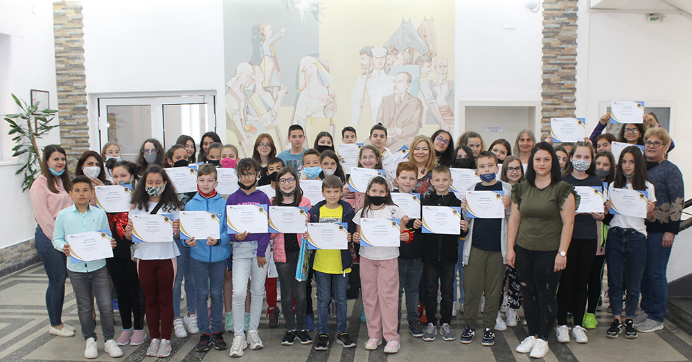"""Ученици от """"Йовков"""" с признание от Кеймбридж училищата"""
