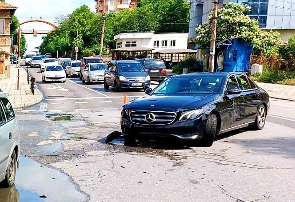 """Кърджалийски гастарбайтер """"блокира"""" Хасково(снимки)"""