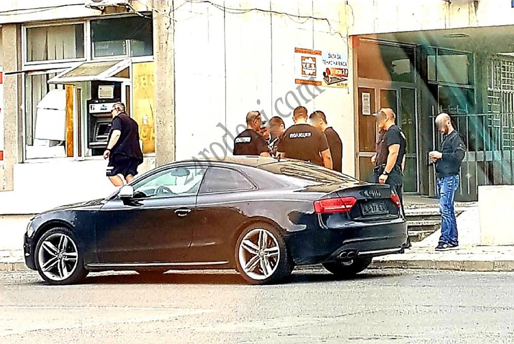 """Акция: Полицаи закопчаха водач на """"Ауди"""" с марихуана в колата"""