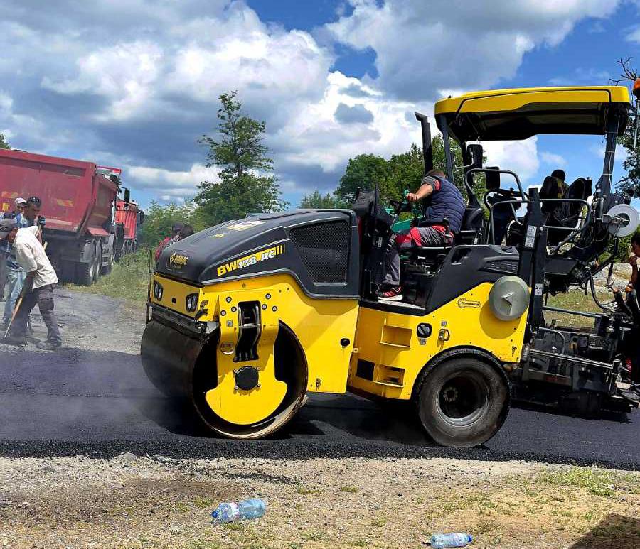 В Татул: Друго си е с нов асфалт(снимки)