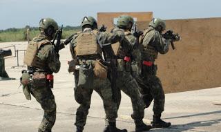 US армията превзе цех, а Херо брани… гейове и лесбийки