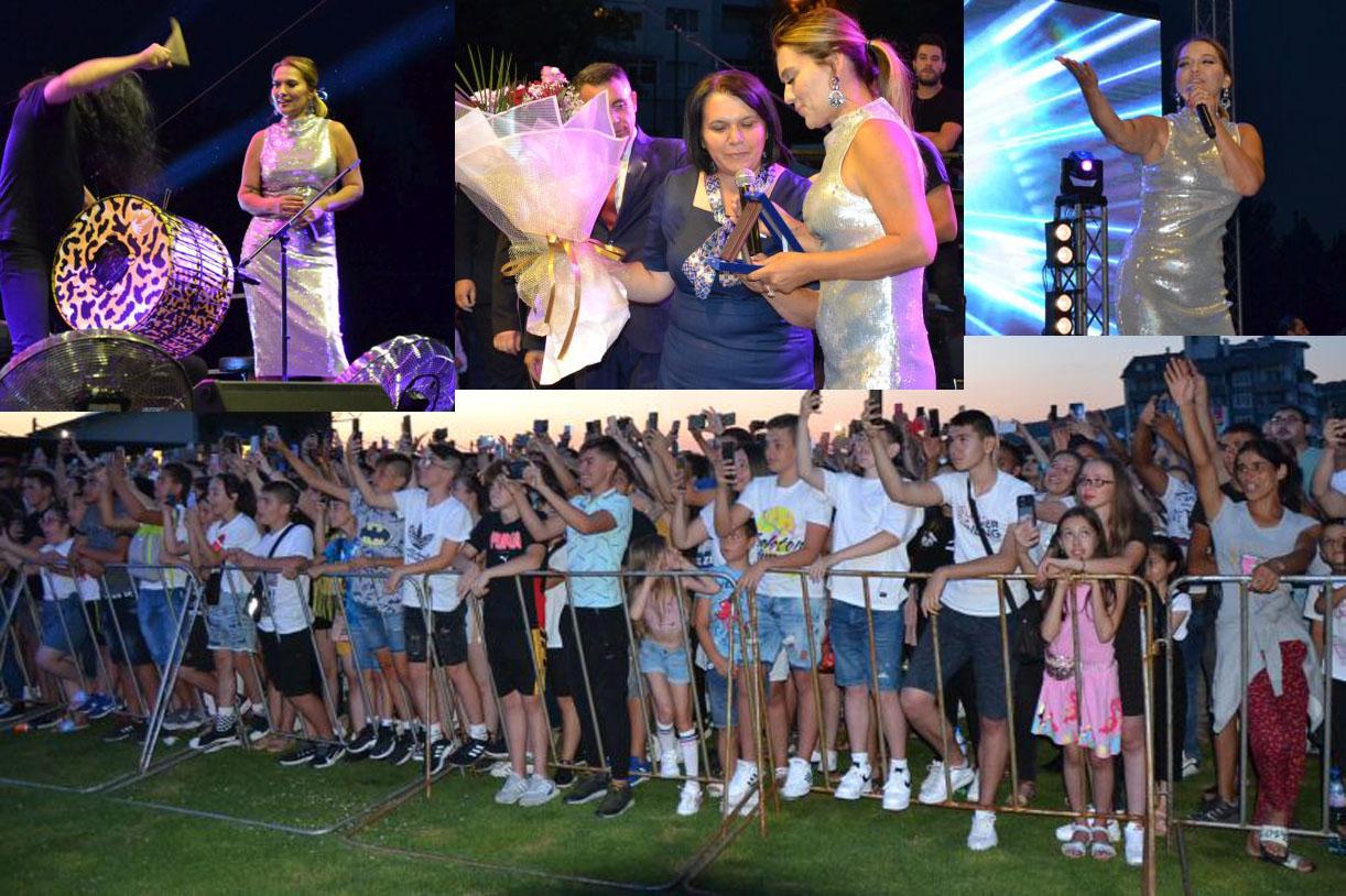 """Хиляди пяха с Демет Акалън… """"Момчилград дава примера за любовта към родния край и родината…""""(снимки)"""