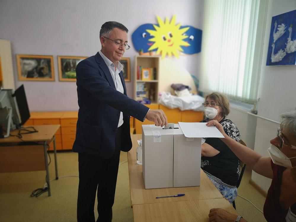 Хасан Азис: Гласувах за това да превърнем България в нормална, демократична, европейска страна!