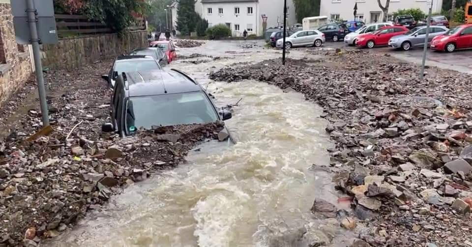 Нашенци в Германия: Стихията влачи коли, камиони… има изчезнали хора! (снимки)