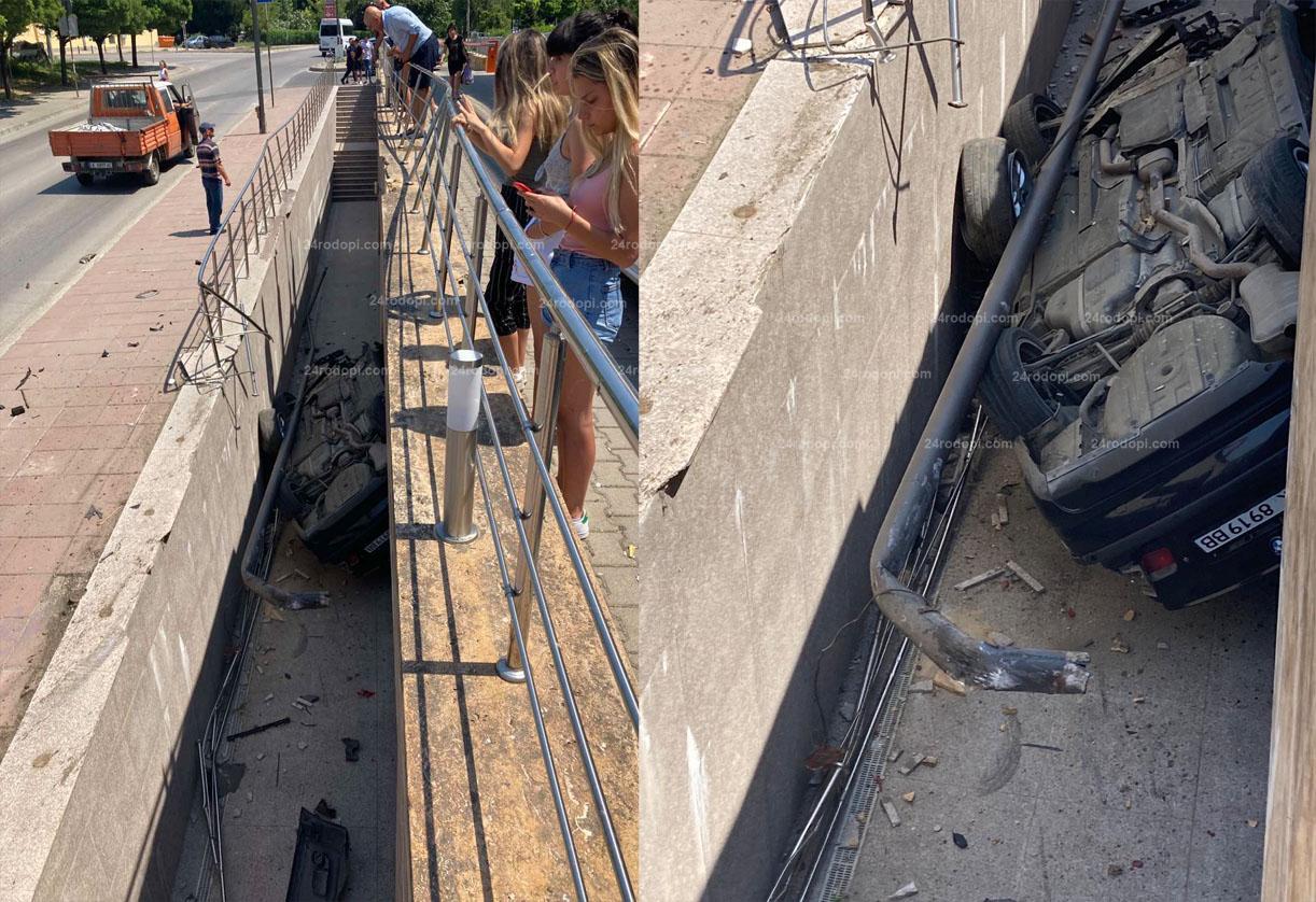 """20-годишен """"лети"""" с БМВ в центъра на Кърджали – чупи стълб, """"паркира"""" по таван,… (снимки)"""