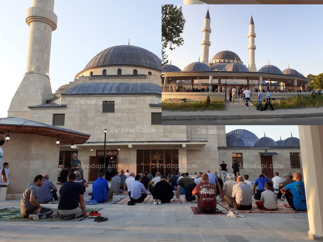 Новината в снимки: Празничната молитва за настъпващия Курбан Байрам