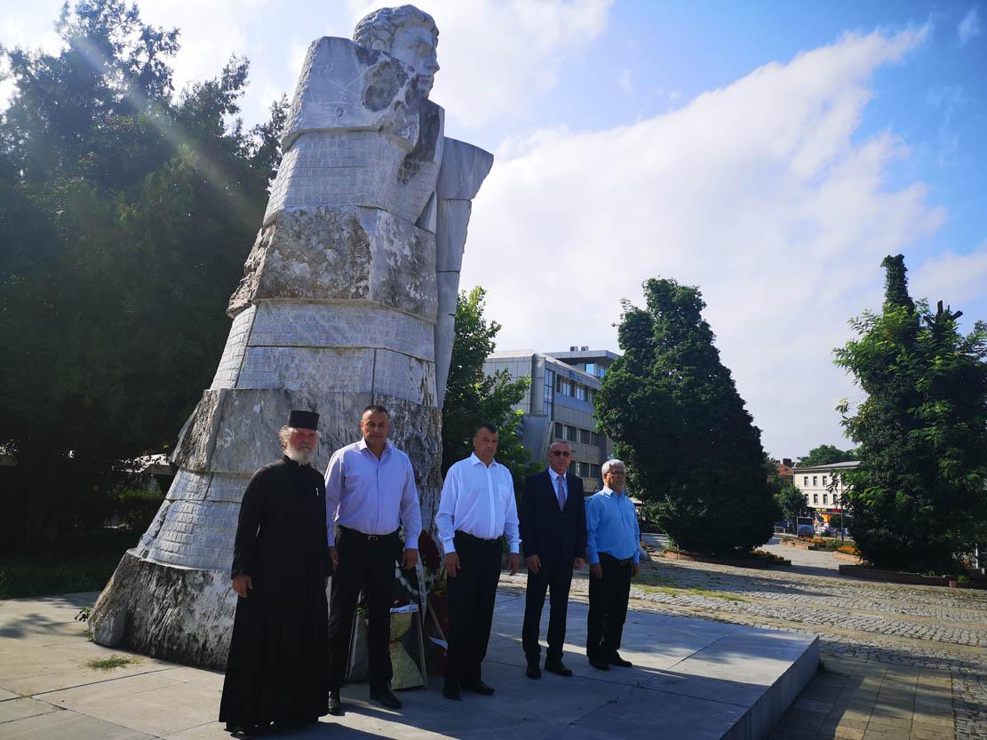 Властта в Кърджали се поклони пред паметта на Апостола на свободата