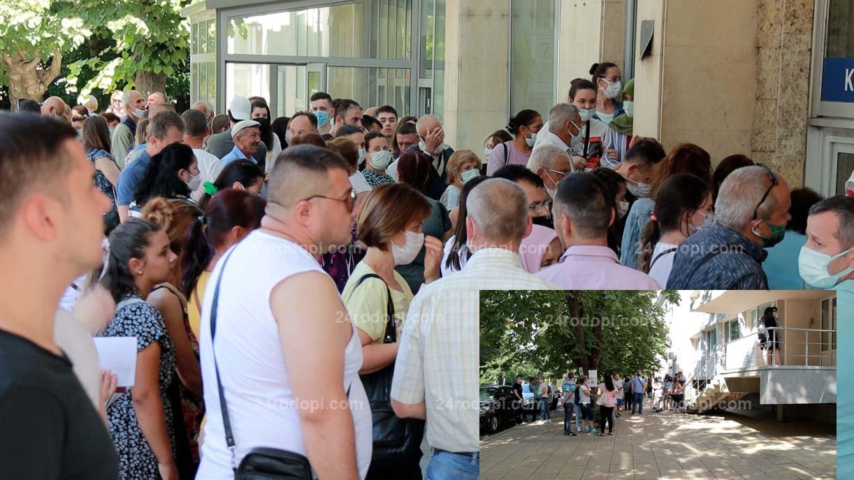 ВИДЕО репортаж: Истинска жега пред Паспортна: Вземаме документите и се прибираме!