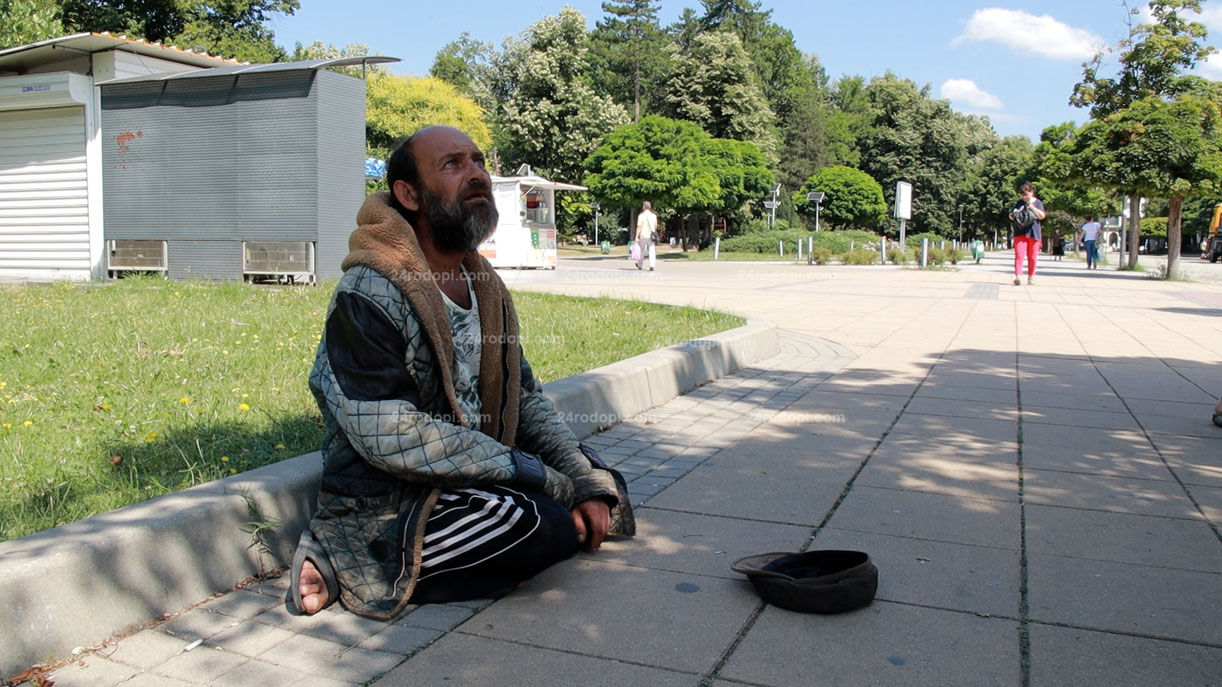 ВИДЕО репортаж: Ерхан, в чиято шапка са изпросените монети, а в главата – мисли за…