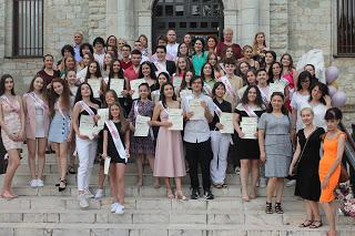 Отличия за над 100 ученици на Езиковата